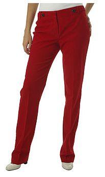 Kırmızı pantolon da riskli kıyafetler grubunda yer alıyor. Ofiste asla denemeyin. Seçenekleri Mango Bershka ve Top Shop'ta bulabilirsiniz.